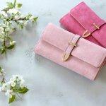 今回は、女性に人気のある可愛いブランド長財布の【2019年最新版】ランキングをご紹介します。通常の長財布やラウンドファスナー型など、相手の女性の好みにぴったり合うものを贈りましょう。プレゼント選びの参考にしてください。