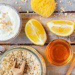 Mật ong không chỉ là một nguyên liệu thường được sử dụng trong ẩm thực mà còn là một vị thuốc quý trong chữa bệnh cũng như chăm sóc cơ thể. Với đặc tính chứa nhiều vitamin có lợi cũng như khả năng kháng khuẩn, kháng viêm tốt, mật ong thường được nhiều người kết hợp với các nguyên liệu khác để chăm sóc da. Mời bạn cùng tìm hiểu 10 cách làm đẹp da bằng mật ong an toàn và tiết kiệm qua bài viết dưới đây nhé!