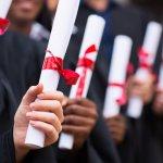 高校の卒業を祝うために喜ばれている2017年最新版、人気の高校卒業祝いのプレゼントをランキング形式でご紹介します。  高校の卒業祝いにプレゼントを贈る場合の平均的な相場やプレゼントの選び方、人気のプレゼントランキング、プレゼントに添えるメッセージ文例などを徹底解説します。  事前に情報収集をしっかりと行い、喜ばれる高校の卒業祝いのプレゼントを選ぶためにぜひ参考にしてください。