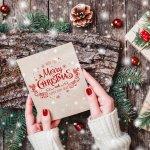 小さいころは家族で過ごしていたクリスマスですが、大人になってからはなかなか一緒に過ごせないですよね。そんなときに親にクリスマスのメッセージを贈ると、子供のころとは違う特別感を感じてもらえます。こちらでは、父・母にフォーカスした、クリスマスメッセージの書き方や喜ばれるポイントを紹介しています。ぜひ参考にして良い文を作ってみてくださいね。