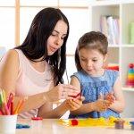 Kerajinan tangan kreatif yang fungsional tidak hanya bisa dibuat oleh orang dewasa saja tetapi juga bisa dilakukan oleh anak-anak. Yuk ajak anak-anak untuk mengembangkan bakat dan kreativitasnya dengan membuat beberapa kerajinan tangan kreatif seperti yang BP-Guide sebutkan berikut ini!