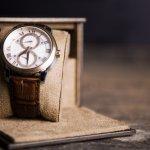 Jam tangan yang klasik menjadi paduan yang pas untuk penampilan yang elegan. Jam jenis satu ini memperkuat karakter Anda, loh. Sebelum mencari jam tangan klasik yang paling pas untuk Anda, simak dulu ulasan dan rekomendasi berikut ini, yah.