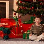 クリスマスは子供にとって大変楽しみなイベントですが、その分大人はプレゼント選びに迷ってしまうことがあります。そこで今回は、贈る相手を小学2年生の男の子に設定し、2019年最新版の人気プレゼントランキングを調査しました。元気な男の子に贈りたい野球グローブや、大人しい子にも人気のボードゲームなど、個性が光るクリスマスプレゼント選びの参考にしてください。