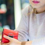 小さいバッグを好む女性や、財布を用途別に分けて使用したい女性から、ミニ財布は重宝されるアイテムです。そこで今回は、【2019年最新版】プレゼントにおすすめのミニ財布のブランド12社をランキング形式でご紹介します。相手の女性が普段使っているファッションアイテムのデザインにテイストを合わせるのがポイントです。ぜひ素敵なプレゼントを見つけてください。