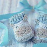 Jika baru saja dikaruniai anak, Anda tentu sibuk mencari berbagai perlengkapan bayi, di antaranya sepatu. Agar tidak salah pilih, simak tips berikut ini agar bisa mendapatkan sepatu bayi yang tepat untuk si buah hati.