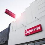 Pasti tahu merek Supreme dong yang kini lagi populer itu? Penasaran nggak sih kenapa merek yang satu ini tiba-tiba jadi hits? Simak yuk pembahasan lengkap tentang Supreme. Ada rekomendasi sweater-nya juga, lho!