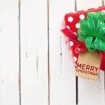 Lễ Giáng Sinh đối với nhiều bạn trẻ đã dần trở thành một dịp đặc biệt nhằm gửi gắm những lời chúc và sự quan tâm của bản thân tới gia đình, bạn bè, đặc biệt là với người thương thông qua những món quà Giáng Sinh. Nếu bạn đang băn khoăn chưa biết nên tặng gì cho người yêu vào dịp lễ này thì hãy tham khảo ngay gợi ý 10 món quà Giáng Sinh ý nghĩa cho người yêu (năm 2020) dưới đây nhé!