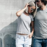 Kaos memang sudah jadi salah satu item fashion wajib yang tentunya dimiliki semua orang apalagi kaos oblong adalah pakaian yang bisa didapat dengan harga yang murah meriah. Suka dengan kaos oblong? Cek cara memilih dan rekomendasi kaos oblong keren dalam artikel berikut ini!
