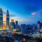 Sedang jalan-jalan ke Malaysia? Jangan khawatir, karena ada banyak tempat belanja oleh-oleh dengan harga terjangkau yang bisa Anda dapatkan. Jangan lupa pula membawa oleh-oleh khas Malaysia untuk orang-orang tercinta. Simak tips dari BP-Guide berikut ini.