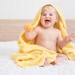 Memilih handuk bayi terlihat sebagai hal yang mudah sehingga sering disepelekan. Padahal handuk bayi dan orang dewasa tidak bisa disamakan. Kulit bayi yang lembut dan masih sensitif membutuhkan handuk berbahan lembut agar tidak iritasi. Yuk, simak cara memilih handuk bayi dan beberapa rekomendasi handuk bayi berkualitas berikut ini.