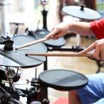 Drum elektrik menjadi pilihan alternatif bagi drummer yang ingin drum satu set namun praktis dibawa. Tidak hanya itu, harga drum ini juga lebih murah ketimbang drum konvensional. Ingin mencari drum elektrik terbaik? Berikut rekomendasinya untuk Anda.