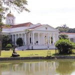 Bogor tak hanya punya banyak destinasi wisata menarik tetapi juga hotel unik yang bisa kamu coba. Berikut BP-Guide berikan beberapa rekomendasi tempat wisata favorit dan hotel unik di Bogor yang bisa kamu jadikan tempat menginap bersama keluarga tercinta.