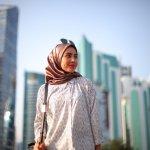 Semakin banyaknya desainer yang mengkhususkan diri untuk membuat busana khusus untuk wanita muslimah, semakin banyak pula model jilbab yang membuat para wanita muslimah semakin cantik dan menawan. Berjilbab nggak ada lagi ceritanya ketinggalan zaman, ya. Simak, yuk, rekomendasi jilbab cantik untuk berbagai acara.