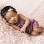 Kelahiran anak adalah anugerah paling membahagiakan bagi para orang tua. Sebagai orang tua, tentu ingin mempersiapkan yang terbaik untuk kelahiran anaknya. Nah, coba cek nih apakah perlengkapan rekomendasi BP-Guide sudah masuk daftar belanjaanmu? Yuk, baca dulu.