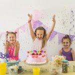 Ulang tahun merupakan momen yang ditunggu bagi anak-anak maupun dewasa. Agar momen ulang tahun lebih berkesan, apalagi jika merayakannya, bisa mencoba snack ulang tahun unik ini. Bahkan bisa dibuat sendiri, lho. Tertarik? Intip ulasan BP-Guide mengenai snack unik ini.
