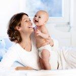 赤ちゃんが生まれた後は、赤ちゃんのお世話で家事がきちんとできなくなったり、赤ちゃんの健康が心配になったりするなど何かと大変です。その大変さを軽減してくれる便利な家電が、出産祝いに人気を集めています。そこで今回は、【2021年最新情報】として、出産祝いに人気の家電をまとめました。空気清浄機や掃除家電など、便利な家電がたくさん揃っていますので、ぜひ参考にしてください。