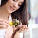 Rambut juga butuh perawatan yang tepat supaya tetap sehat dan subur. Kamu bisa memakai hair oil untuk merawat rambut yang kering. Pilih hair oil yang sesuai kebutuhan dengan panduan dari kami! Simak juga rekomendasi produknya, ya!
