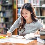 Biết thêm một ngôn ngữ mới sẽ mở ra cho bạn nhiều cơ hội hơn trong công việc và cuộc sống. Hiện nay, ngoài tiếng Anh, tiếng Hàn cũng đang là ngôn ngữ được nhiều người chọn học. Bạn đang là học sinh, sinh viên, người đi làm muốn học tiếng Hàn nhưng không có thời gian đến trung tâm, các lớp học. Đừng lo, bài viết dưới đây sẽ giới thiệu cho bạn Top 10 sách tự học tiếng Hàn gối đầu giường cho bạn mới bắt đầu, cùng tham khảo ngay nhé!