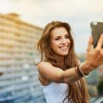 Kebutuhan fotografi berupa selfie atau wefie memang tidak dapat dihindari lagi. Banyaknya smartphone yang memiliki kamera canggih menjadi pilihan paling praktis daripada membeli kamera dslr. Tentunya, jangan asal pilih handphone dual kamera yang abal-abal, ya. Yuk, simak dulu ulasan dari BP-Guide nih!