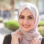 Saat ini banyak sekali model jilbab yang tidak hanya syar'i tapi juga modis untuk dikenakan di segala acara. Maka, telah banyak pula kreasi jilbab yang bisa dipraktikkan dan disesuaikan dengan karakter wajah atau pun pakaian yang dikenakan. Anda salah satu orang yang senang berkreasi dengan jilbab? Berikut ini BP-Guide memiliki berbagai rekomendasi cara memakai jilbab yang dapat Anda ikuti. Selamat menyimak!