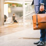 軽量のメンズビジネスバッグはおしゃれでスタイリッシュなものが多く、ビジネスファッションのアクセントになります。今回は軽量ビジネスバッグの「2019年最新情報」として、革製のビジネスバッグや軽量かつ大容量のビジネスバッグなどをご紹介します。ぜひ、贈る相手の男性に喜ばれる軽量ビジネスバッグを選んでください。