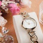 大切な女性に腕時計を贈ろうと考えているのであれば、女性らしさを演出してくれる華奢なタイプがおすすめです。今回は「2019年最新情報」として、プレゼントに人気の華奢なレディース腕時計をまとめました。おしゃれなスクエア型やきちんと感のある革ベルトなど、おすすめの商品を幅広く集めましたので、ぜひ参考にしてください。