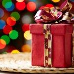 Natal selalu identik dengan kado. Memberikan kado Natal tentu saja tidak bisa sembarangan. Kita perlu memilih barang yang tepat agar kado Natal tersebut dikenang oleh mereka. Salah satu taktik agar kado Natal kita dikenang ialah dengan memilih barang unik. Sesuatu yang unik akan berbeda dari yang lain, sehingga tidak mudah dilupakan.
