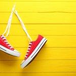 Sneakers selalu menjadikan tampilan yang santai semakin cool dan keren. Salah satu sneakers yang akan dibahas dalam artikel kali ini adalah sneakers berwarna merah. Nah, jangan sembarangan yah memadukan sneaker merah, salah-salah bukannya keren malah norak. Simak dulu tips dari BP-Guide berikut ini.