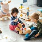 Saat bertambah usia, mainan anak juga semakin berkembang dan bertambah. Mulai usia 3 tahun, anak sudah bisa memainkan aneka macam mainan. Ketahui mainan yang tepat untuk anak dan rekomendasi mainan edukasi untuk anak berikut ini!
