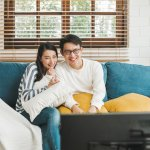 Beberapa cara mengekspresikan cinta seperti menonton film romantis bersama pasangan, juga dapat menjadi alternatif merayakan hari Valentine yang tidak membosankan. Cek rekomendasinya di sini!