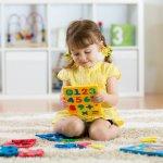 शैक्षिक खिलौने अच्छा होते हैं क्योंकि वे बच्चों को सामाजिक और बौद्धिक विकास में मदद करते हैं। शैक्षिक खिलौने विशेष रूप से कुछ परिणाम प्राप्त करने के लिए बच्चे को चुनौती देकर विकास को बढ़ावा देने और सुविधा प्रदान करने के लिए डिज़ाइन किए गए हैं। बच्चा एक ही समय में खेलता है और सीखता है, जिससे ये खिलौने माता-पिता और बच्चों दोनों को बहुत पसंद आते हैं। आप इस लेख को देख सकते हैं जिससे बच्चों के लिए शैक्षिक खिलौनों के महत्व और कैसे सर्वश्रेष्ठ शैक्षिक खिलौने चयनों उसकी सूची दियागया है।