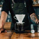 Kebiasaan orang minum kopi saat ini semakin tinggi. Gaya hidup tersebut tentu memberi dampak terhadap pelaku bisnis kopi. Pebisnis kopi akan bersaing satu sama lain untuk memberi pelayanan yang baik, mulai dari jenis kopi hingga alat untuk menghasilkan rasa kopi yang enak.