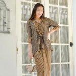 Kain batik memang punya ciri khas dan keunikan tersendiri, apalagi sudah banyak desainer yang melakukan inovasi serta menggunakan kain batik dalam desainnya. Nah, contohnya seperti jas dan blazer batik yang sekarang ini semakin banyak dipilih para wanita. Intip yuk rekomendasinya bersama BP-Guide!
