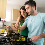 Bagi pengantin baru yang setiap hari masak di rumah, pasti membutuhkan peralatan masak-memasak yang pas. Agar masakan cepat jadi, enak, dan tak membuat suami menunggu lama. Berikut ini ada sepuluh peralatan masak yang wajib ada di dapur Anda. Fungsinya untuk membantu Anda menyiapkan masakan dengan lebih baik. Yuk, simak!