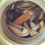 Baik pria maupun wanita, pasti punya sejumlah koleksi sepatu kesayangan. Sebagai alas kaki, sepatu sangat rentan kotor dan berdebu hingga membuat warnanya terlihat kusam. Agar sepatu selalu nampak baru, kamu harus rutin mencucinya. BP-Guide punya rekomendasi pencuci sepatu terbaik untuk kamu.