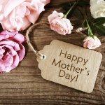母の日のプレゼントは、お母さんだけでなくおばあちゃんにも選んで、とっておきの母の日を過ごしてもらいましょう!今回は、おばあちゃんが喜ぶ母の日に贈りたいプレゼントアイデアをご紹介します。迷うことの多いプレゼント選びですが、選び方のコツや人気のプレゼントをご紹介しますので、ぜひ参考にしてプレゼントを選んでくださいね。