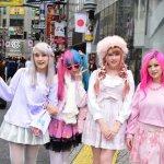 Jepang memang negara yang penuh pesona. Salah satu yang menjadi daya tariknya adalah fashion style Jepang yang tidak pernah mati dari tahun ke tahun. Kira-kira di tahun 2019 ini style fashion apa saja yang sedang tren di Jepang, ya? Yuk, langsung cari tahu!