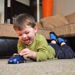 Memilih mainan untuk anak memang gampang-gampang susah. Selain harus membuat anak senang, mainan juga harus memberi keamanan untuk anak. Bagi Anda yang memiliki anak laki-laki, biasanya ia meminta mobil-mobilan sebagai mainannya. Bagaimana memilih mainan mobil-mobilan yang tepat untuk anak? Simak penjelasannya.
