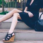 Bukan hanya pakaian yang menjadi pusat perhatian bagi penampilan seorang wanita, alas kaki pun harus diperhatikan agar tidak salah pakai. Siap untuk mendapatkan rekomendasi sandal terbaik dari BP-Guide? Yap, simak ulasannya di sini, ya.