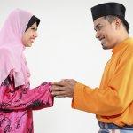 Bangsa Melayu punya ciri khas tersendiri dalam berpakaian. Baik para pria maupun wanitanya. Seperti apa saja pakaian khas Melayu? BP-Guide akan memberikan sejumlah rekomendasinya untuk kamu.