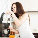 Kopi ternikmat tentunya harus dibuat dengan sepenuh hati. Salah satunya, menggunakan mesin kopi terbaik pula. Berikut ini, BP-Guide akan memberikan rekomendasi mesin kopi rumahan yang pas untuk menghasilkan kopi terenak di rumah Anda.