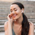 Bạn đang cảm thấy chiếc tai nghe dây của mình quá vướng víu và bất tiện. Bạn muốn vừa đeo tai nghe, vừa làm việc mà không phải để chiếc điện thoại hoặc máy tính quá gần. Bạn muốn mua một chiếc tai nghe không dây tiện lợi với giá cả phải chăng. Vậy thì đừng bỏ qua Top 10 tai nghe bluetooth nghe nhạc hay giá rẻ dưới 500k (năm 2021) dưới đây nhé!