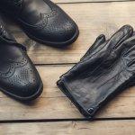 寒い季節によく使う手袋は、防寒以外にも、手元のおしゃれとして大人っぽさや高級感を演出できるアイテムです。また、なかなか自分用に手袋を購入する男性も多くないため、プレゼントにも向いています。男性に人気のオシャレなメンズ手袋の選び方のポイントや素材の種類、プレゼント金額の相場などもまとめました。さらに、男性に人気がある手袋10ブランドを【2018年度版】ランキング形式で紹介いたします。是非参考にしてください。