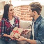 Valentine trắng (14/3) là ngày mà bạn trai đáp lại quà tặng của bạn nữ trong dịp Valentine đỏ (14/2) như thể bày tỏ tình cảm với một nửa của mình. Một món quà phù hợp trong dịp này sẽ khiến cô ấy vui vẻ, hạnh phúc và tình cảm hai bên thêm bền chặt. Có phải bạn đang băn khoăn chưa biết nên tặng gì cho bạn gái trong dịp Valentine trắng này? Tham khảo 10 gợi ý dưới đây để có ngay lựa chọn ưng ý nhé.