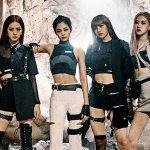 Blackpink adalah girlband papan atas Korea yang fanbase-nya ada di seluruh dunia. Semua gaya berpakaian mereka selalu jadi inspirasi buat Blink, sebutan untuk penggemarnya. Kamu juga bisa tampil kece ala Blackpink dengan pilihan sweater berikut ini. BP-Guide punya rekomendasinya hanya untukmu.