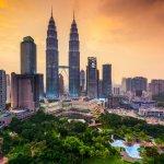 Kuala Lumpur, Malaysia sering menjadi target kunjungan para backpacker. Saat melancong ke sana, kamu pasti butuh penginapan yang terjangkau dan tidak menghabiskan banyak biaya. Ini dia referensi tempat menginap di Kuala Lumpur dengan harga terjangkau dan memiliki fasilitas yang bisa mengakomodir kebutuhanmu saat menginap. Dengan begitu kamu bisa berhemat dan danamu bisa dialokasikan untuk keperluan lain selama berada di sana.