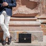 Sepatu kulit adalah salah satu item wajib yang mesti dimiliki para pria. Mau tahu tips memilih sepatu kulit yang tepat? Simak tips dan rekomendasi sepatu kulit pria keren pilihan BP-Guide berikut ini!