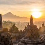 Liburan ke Borobudur tak hanya menikmati keindahan candinya saja. Tapi juga bisa menikmati keindahan alam di sekitarnya yang masih asri. Anda harus menginap untuk bisa merasakan suasana dan tenang khas pedesaan di sekitar Borobudur. Karena itulah BP-Guide akan berikan sejumlah pilihan hotel terbaik di sekitaran Borobudur.