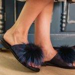 Sandal bulu yang lucu bisa jadi alas kaki yang nyaman digunakan untuk dikenakan di rumah atau pun saat jalan-jalan ke luar. Kalau kamu naksir dengan jenis sandal yang satu ini, yuk intip tips merawat sandal bulu dan rekomendasi sandal bulu lucu rekomendasi BP-Guide berikut ini!