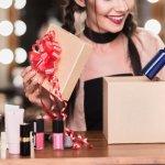 Banyak kok barang harga Rp 50 ribuan yang bisa kamu jadikan kado untuk sahabat kamu. Salah satunya adalah produk make up yang pastinya sahabat kamu bakalan suka. Yuk simak produk make up rekomendasi dari BP-Guide.